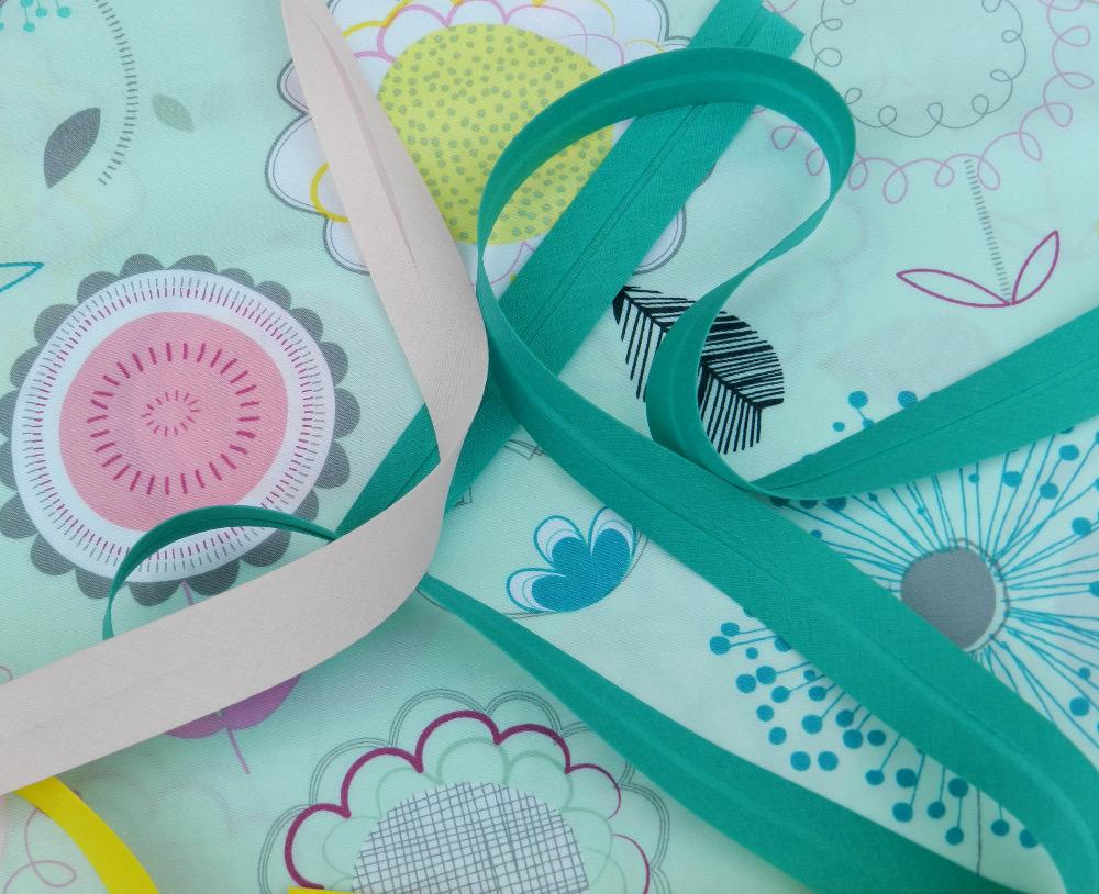 tissu floral dums gum et biais vert émeraude et rose