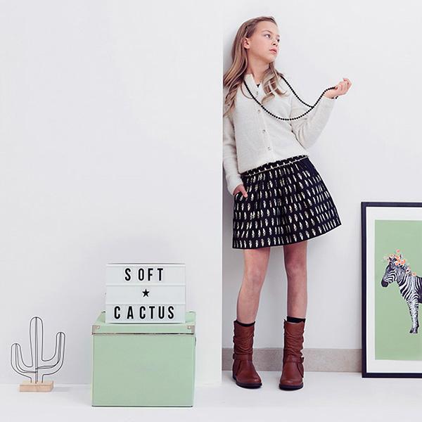 tickling-toes-black-soft-cactus-fabrics-feather-06-square